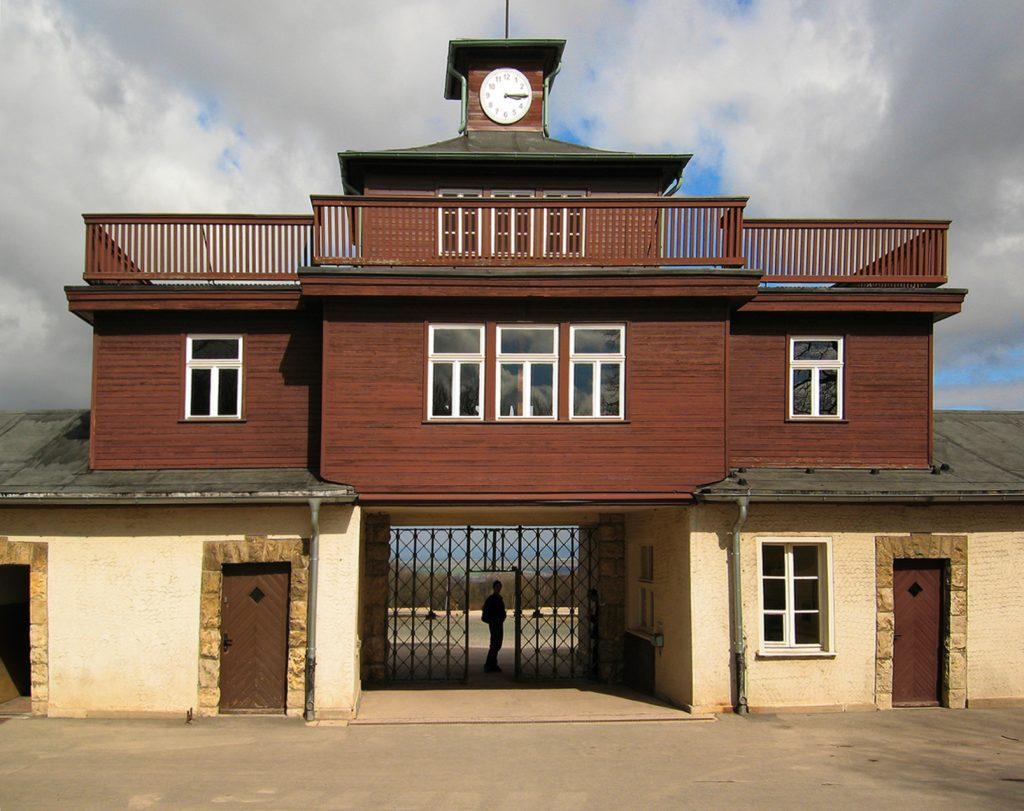 W 1958 roku Sommer został skazany na dożywocie za zbrodnie popełnione w Buchenwaldzie. Na zdjęciu brama obozowa (Andreas Trepte/CC BY-SA 2.5).