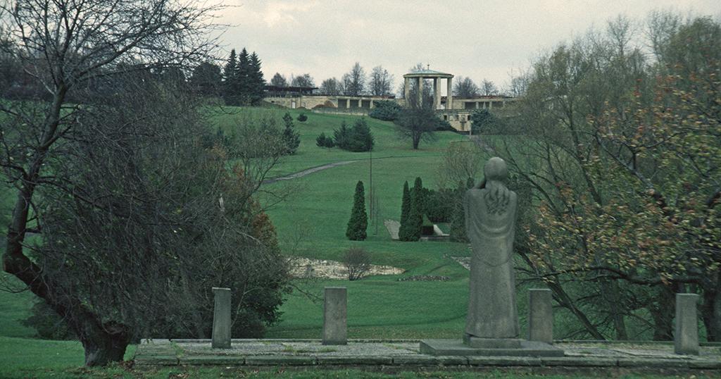 Współczesne zdjęcie miejsca, gdzie przed czerwcem 1942 roku znajdowały się Lidice (Hans Peter Schaefer/CC BY-SA 3.0).