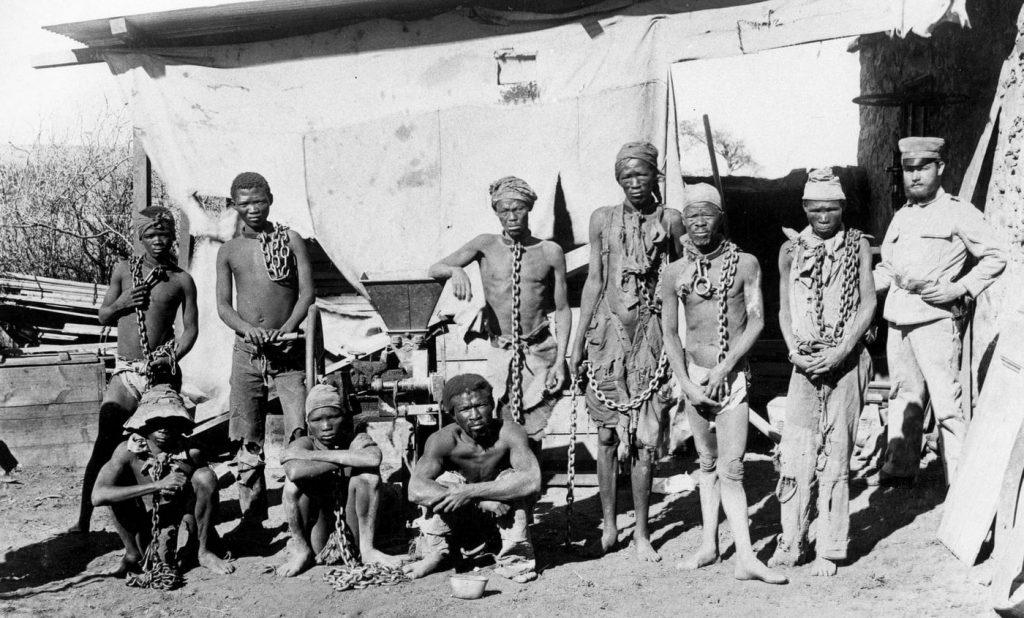 Wzięci do niewoli przez Niemców  członkowie ludów Herero i Nama (domena publiczna).