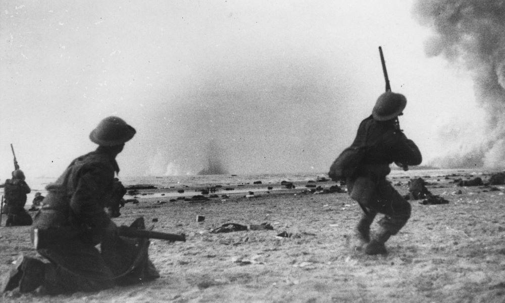 Żołnierze alianccy w walkach pod Dunkierką.