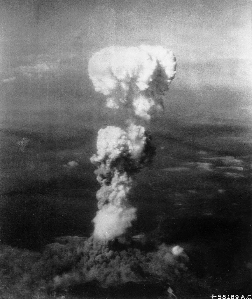 Atomowy grzyb nad Hiroszimą (George R. Caron/domena publiczna).