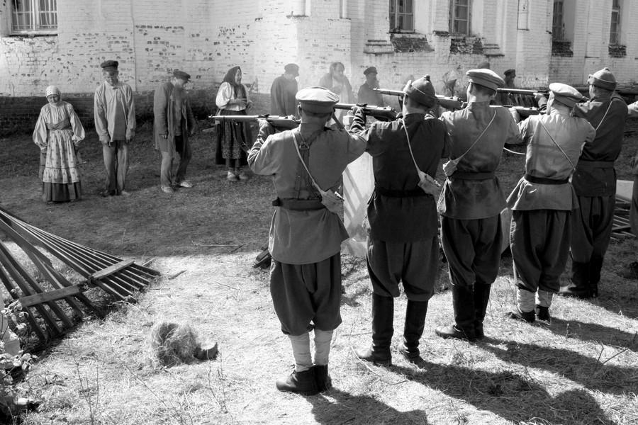 Bolszewicy utopili powstanie tambowskie we krwi. Na ilustracji kadr z rosyjskiego filmu Żyła sobie baba, którego akcja rozgrywa się między innymi w okresie powstania.
