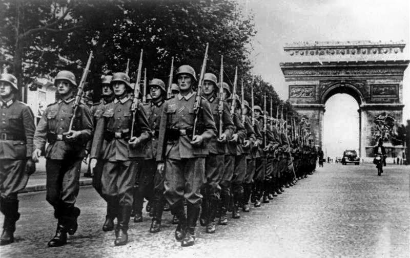 Defilada Wehrmachtu na Polach Elizejskich. Rok 1940.