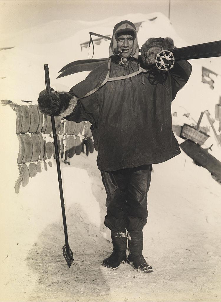 Drugi oficer Endurance Tom Crean na zdjęciu wykonanym w 1911 rokuDrugi oficer Endurance Tom Crean na zdjęciu wykonanym w 1911 roku (Herbert G. Ponting/domena publiczna).
