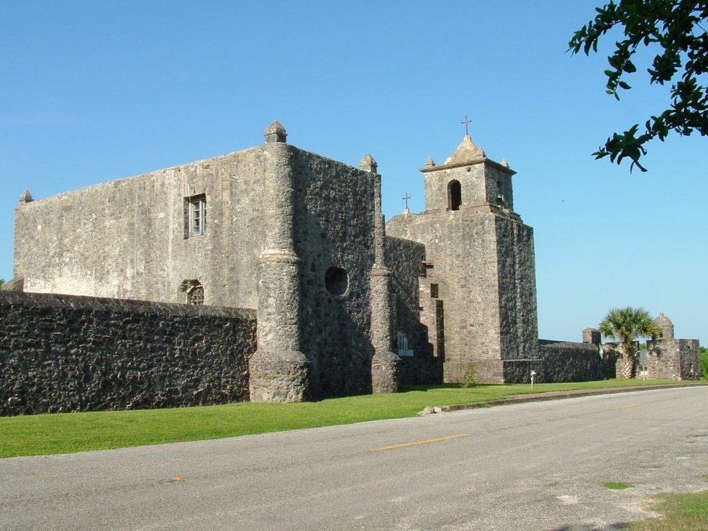 Fort La Bahia na współczesnym zdjęciu (Ernest Mettendorf/domena publiczna).