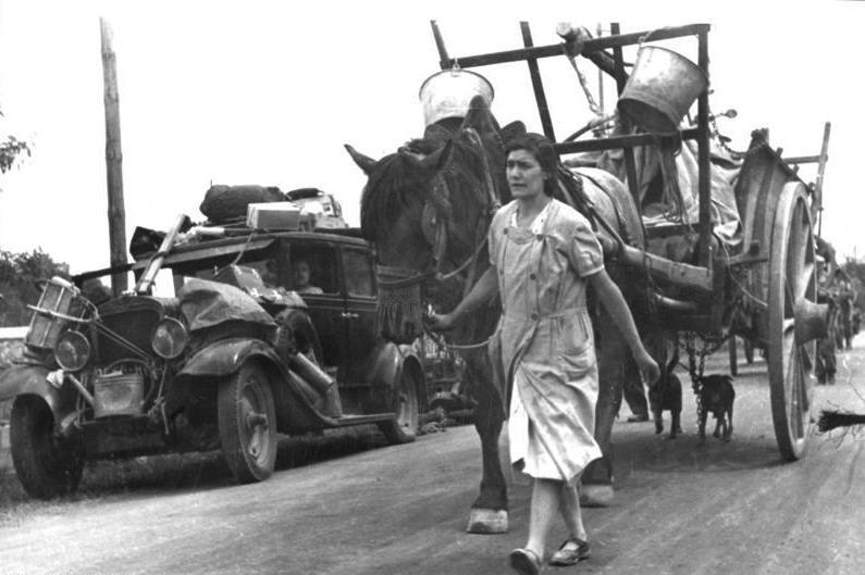 Francuscy uchodźcy. Fotografia z czerwca 1940 roku.