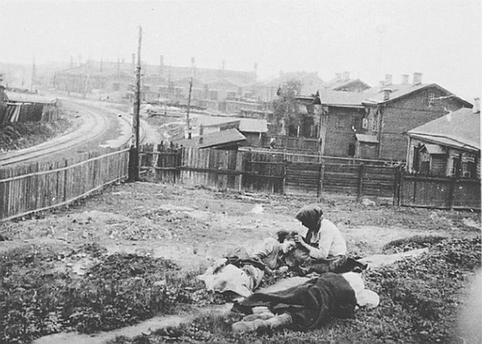 Hołodomor był jednym z największych ludobójstw w historii (Alexander Wienerberge/domena publiczna).