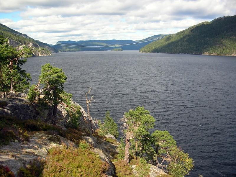 Jezioro Tinnsjå na współczesnym zdjęciu (Grzegorz Wysocki/CC BY 3.0).