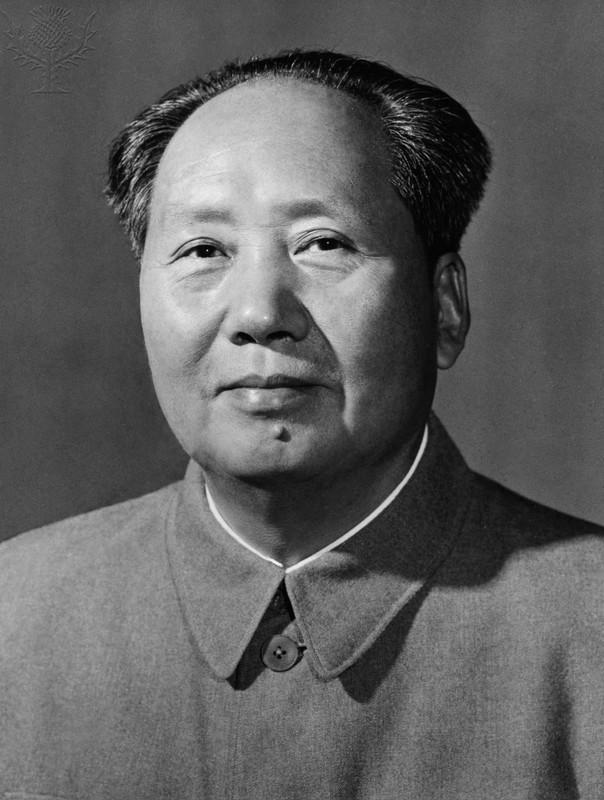 Mao Tse-tung na zdjęciu z 1959 roku (domena publiczna).