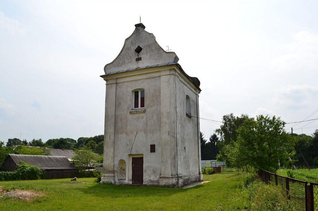 Nowożytna dzwonnica w Lubomli. Po dawnej rezydencji monarszej nie został żaden ślad