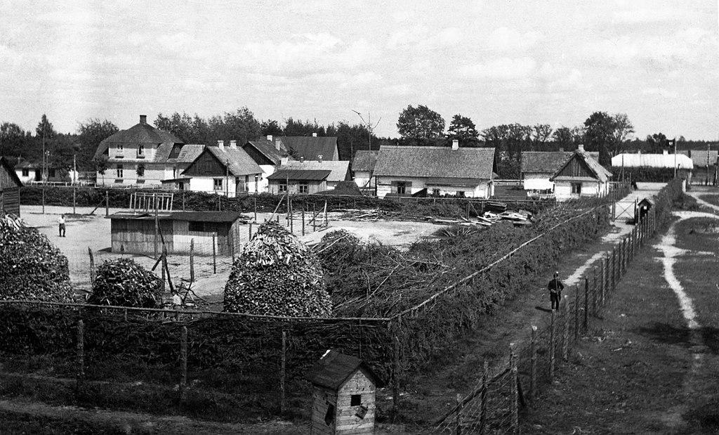 Obóz zagłady w Sobiborze. Fotografia z roku 1943.