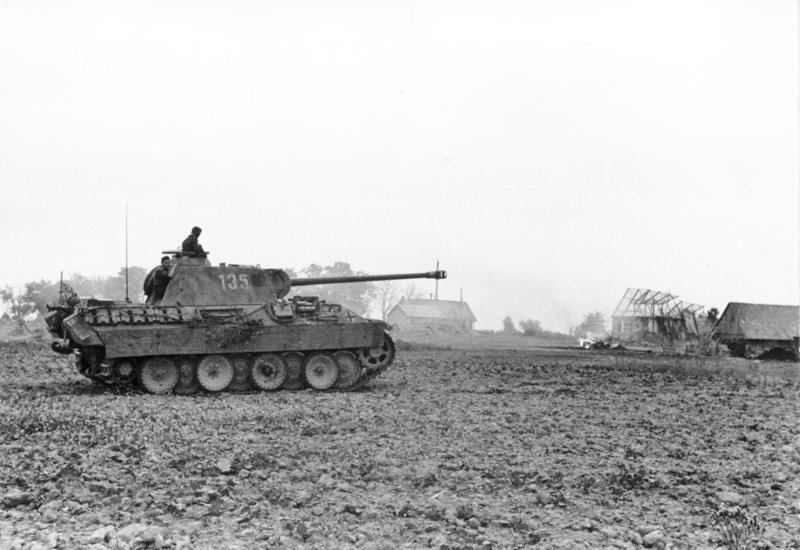 PzKpfw V Panther na zdjęciu z 1944 roku. Ilustracja poglądowa (Bundesarchiv/Mahns/CC-BY-SA 3.0).