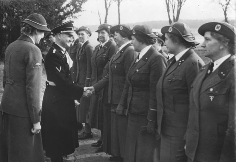 Robert Grawitz już jako główny lekarz SS i szef Niemieckiego Czerwonego Krzyża na zdjęciu z 1939 roku (Bundesarchiv/CC-BY-SA 3.0).