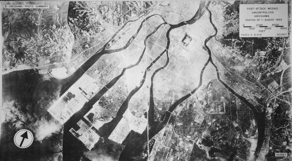 Zdjęcie lotnicze Hiroszimy wykonane 11 sierpnia 1945 roku (domena publiczna),