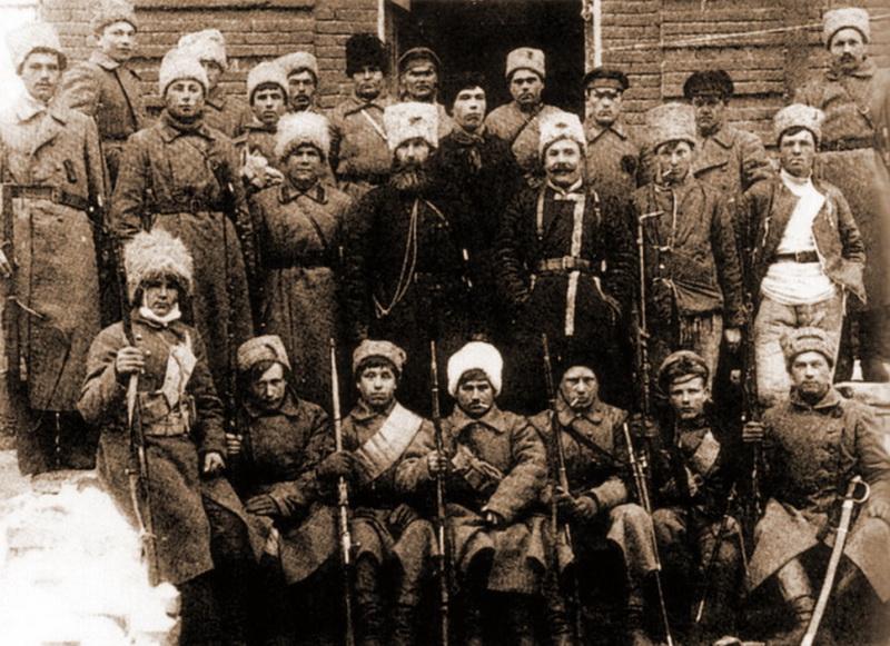 Żołnierze jednego z powstańczych pułków (domena publiczna).