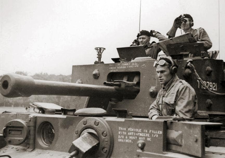 Generał Maczek na zdjęciu z sierpnia 1944 roku (domena publiczna).