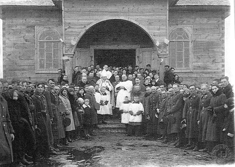 Kościół w Okopach na fotografii z 1934 roku