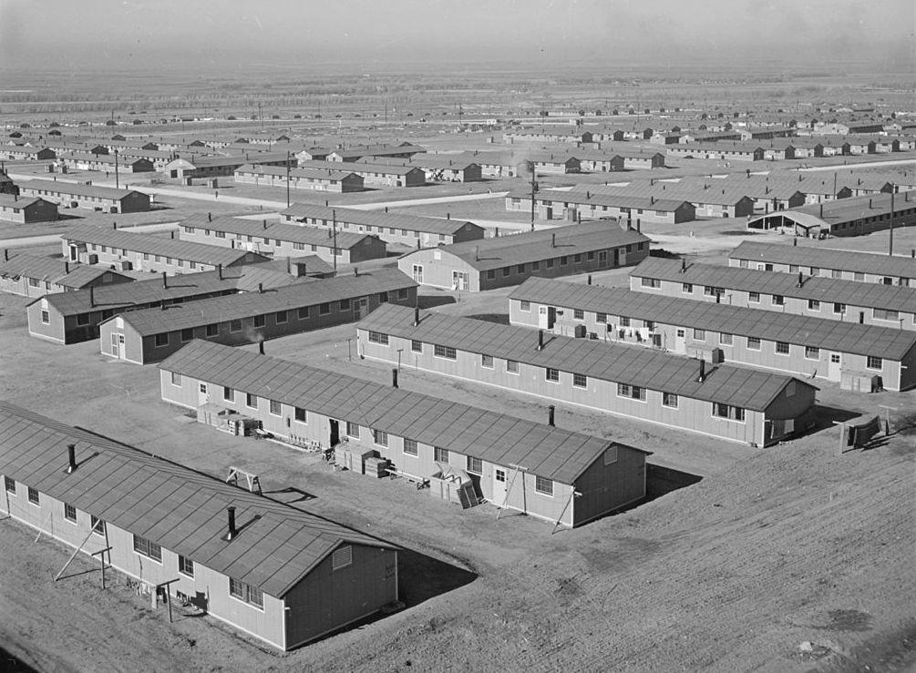 Obóz w Amache na zdjęciu z grudnia 1942 roku (Tom Parker/domena publiczna).