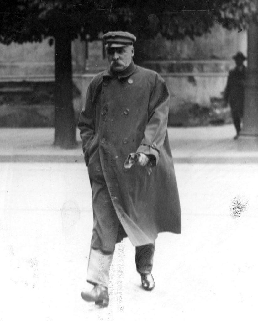 Po śmierci Koryzmy od razu pojawiły się plotki, że zastrzelił go Piłsudski (domena publiczna).
