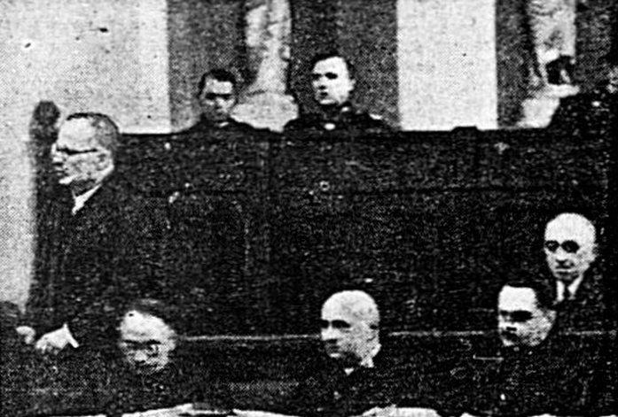 Stanisław Cywiński zeznaje podczas kwietniowego procesu (domena publiczna).