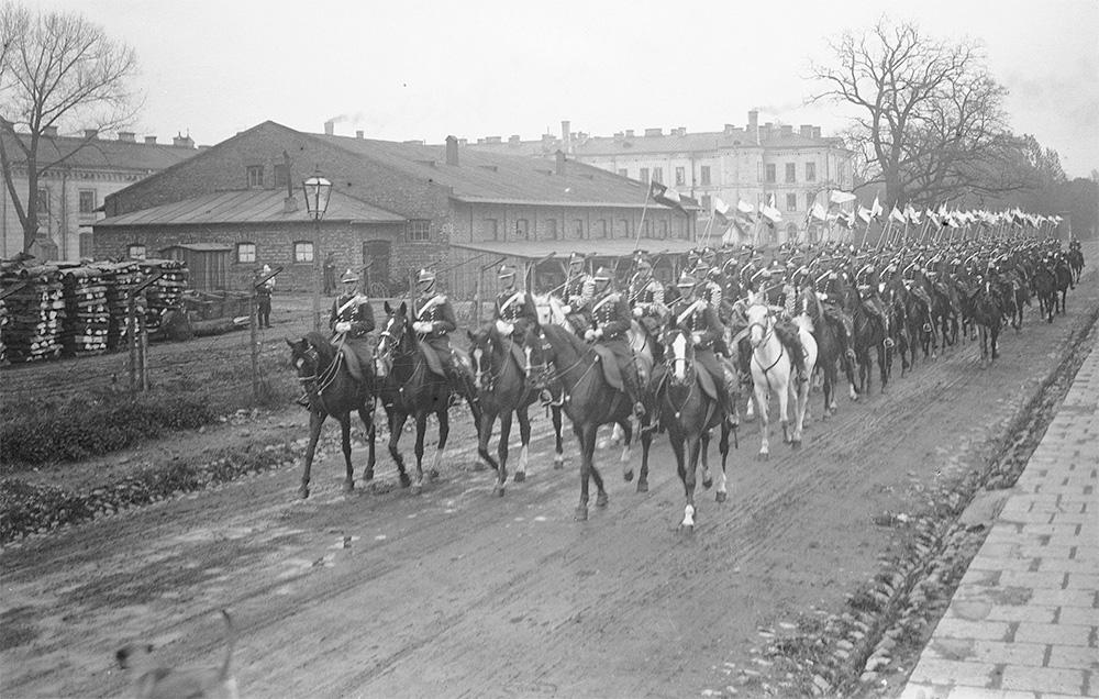 Szwadron przyboczny prezydenta w pochodze trzeciomajowym. Rok 1925.