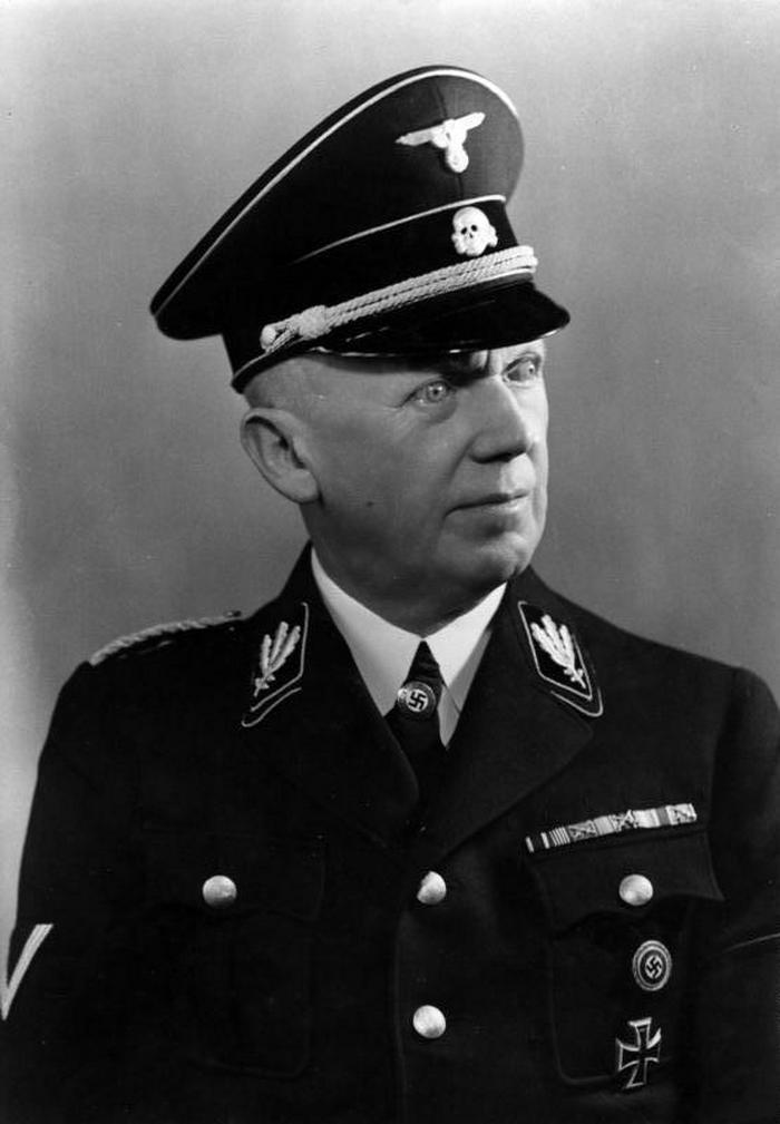 W 1942 roku Hans Frank został wezwany przez szefa kancelarii Hitlera, Hansa Lammersa, aby wytłumaczył się ze swojego bizantyjskiego stylu życia(Bundesarchiv/CC-BY-SA 3.0).