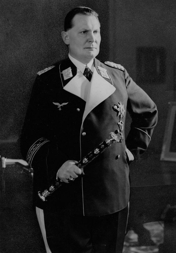 W trakcie II wojny światowej Göring łykał olbrzymie ilości leków przeciwbólowych (domena publiczna).