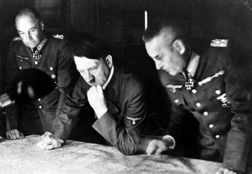 Zdaniem Marka Sołonina inwazja na ZSRR była początkowo postrzegana przez Hitlera jako niewielki epizod w Wielkiej Bitwie z imperium brytyjskim (domena publiczna).
