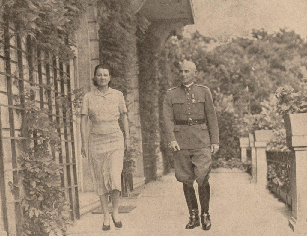 Do dzisia nie wiadomo czy Śmigły-Rydz i Marta Thomas-Zaleska wzięli ślub. Na zdjęciu para latem 1939 roku (domena publiczna).