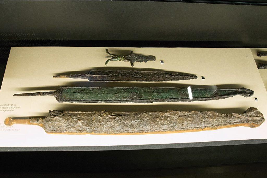 Głownie celtyckich żelaznych mieczy wystawiane w praskim muzeum (Zde/C BY-SA 4.0).