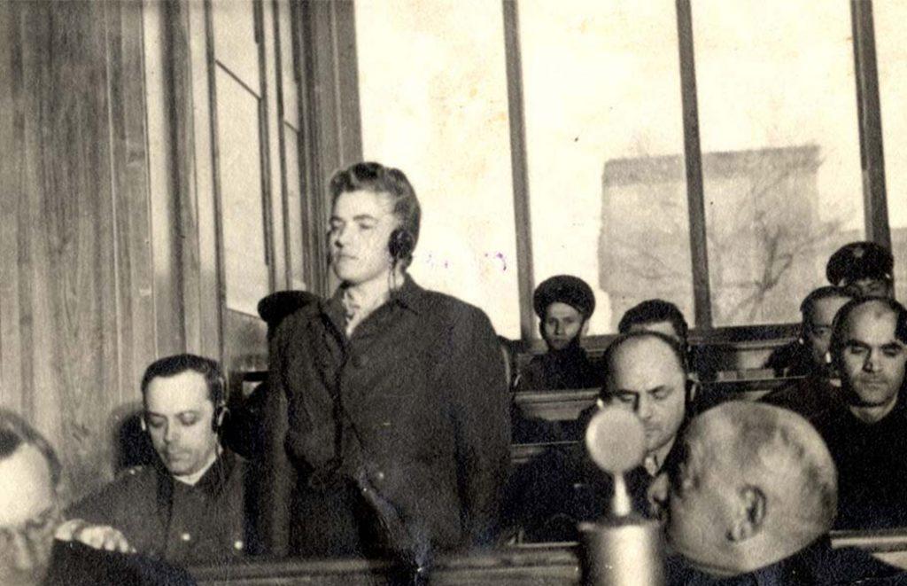 Maria Mandl podczas procesu oświęcimskiego.