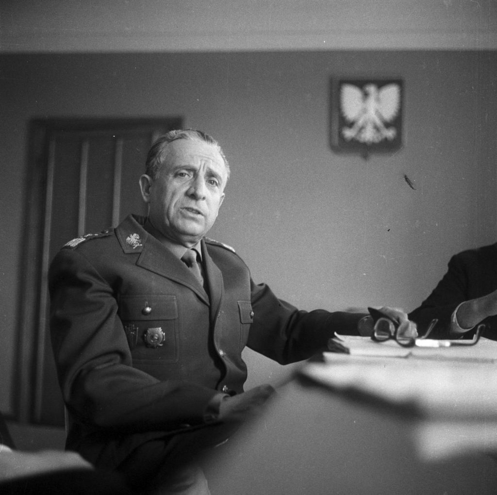 Marszałek Marian Spychalski. To on był celem zamachowca (Zbyszko Siemaszko/NAC/domena publiczna).