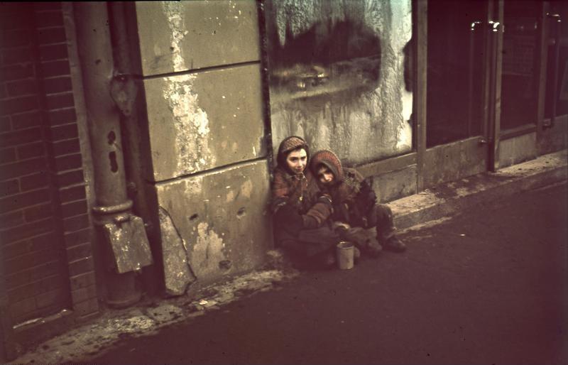 Niemcy zgotowali prawdziwe piekło dzieciom z getta warszawskiego  (Bundesarchiv/Ernst Herrmann/CC-BY-SA 3.0).