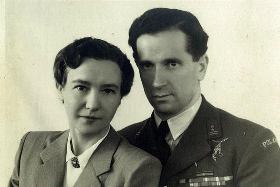 Pierwszym polskim dowódcą Dywizjonu 303 był Zdzisław Krasnodębski. Tutaj na zdjęciu z 1948 roku wraz z żoną Wandą (Jacekra1/CC BY-SA 4.0).