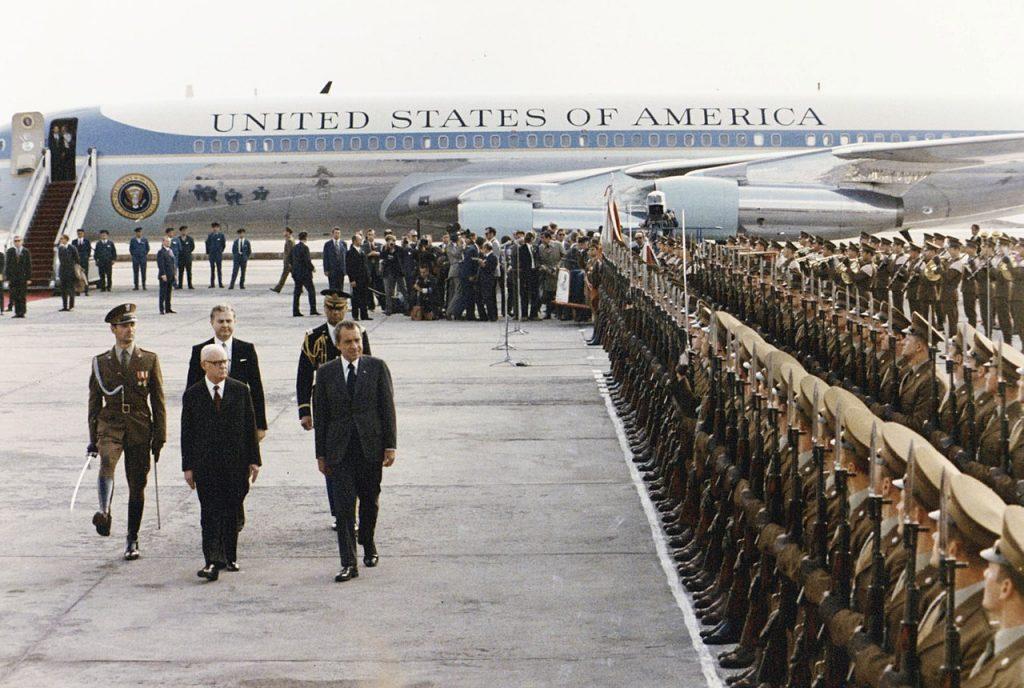 Powitanie Nixona na Okęciu 31 maja 1972 roku (domena publiczna).