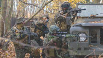 Żołnierze GROM podczas ćwiczeń