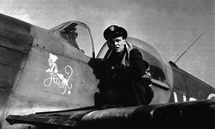 """kapitan Mieczysław Gorzula i jego """"Mustang"""" (domena publiczna)."""