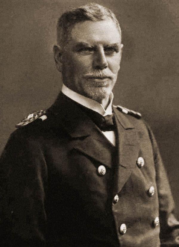 Admirał Maximilian von Spee. na zdjęciu z 1914 roku (domena publiczna).