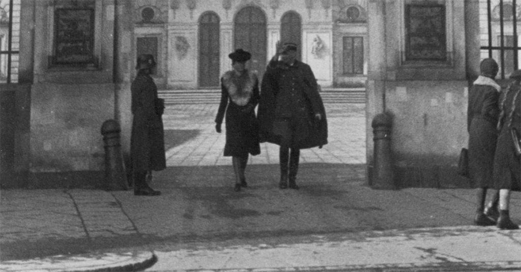 Brama Pałacu Brühla w Warszawie (domena publiczna)