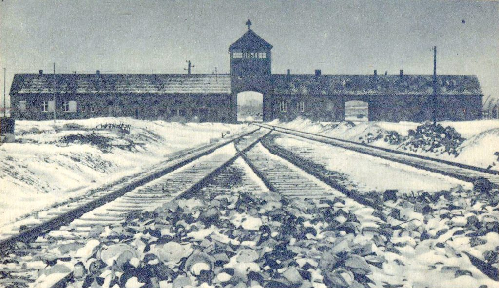 Brama obozu Auschwitz II Birkanu, do którego trafiła Eva Landová (Stanisław Mucha domena publiczna).