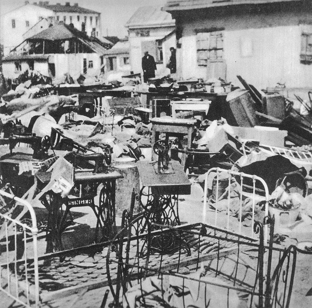 Dobytek Żydów wywożonych do miejsc zagłady. Lublin, rok 1942.