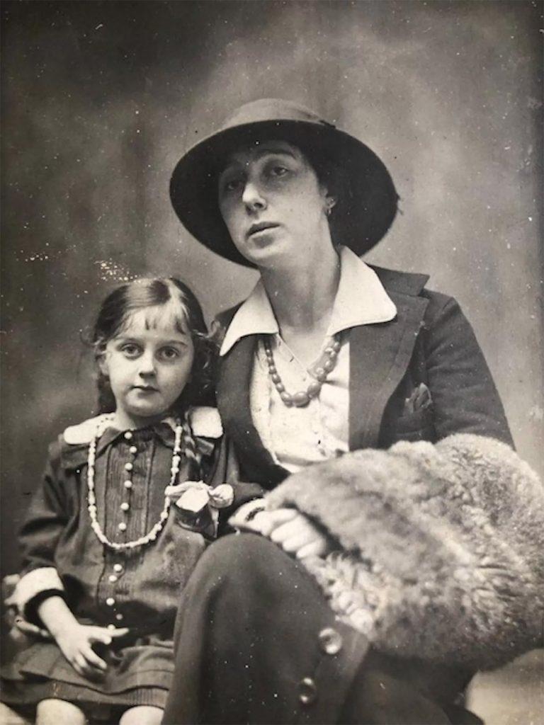 Irena Reno z córką. Fotografia z 1914 roku.