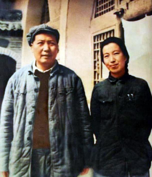 Jiang Qing i Mao na zdjęciu z 1946 roku (domena publiczna).
