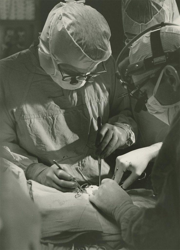 Keith Reemtsma podczas operacji serca