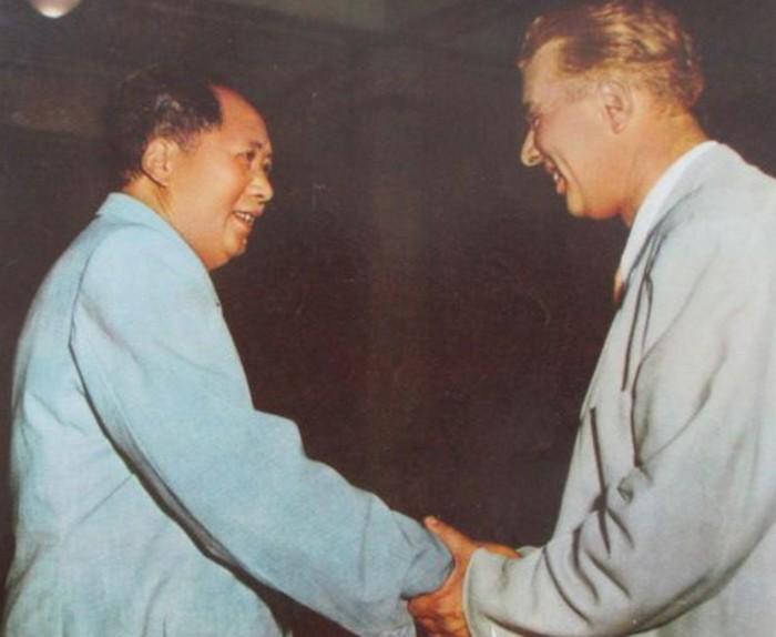 Mąż Nedżmije Enver Hodża oraz Mao Zedong (domena publiczna).