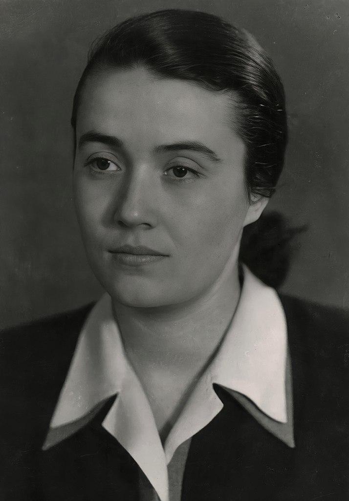 Nedżmije Hodża. Zdjęcie wykonane w 1946 roku (domena publiczna).