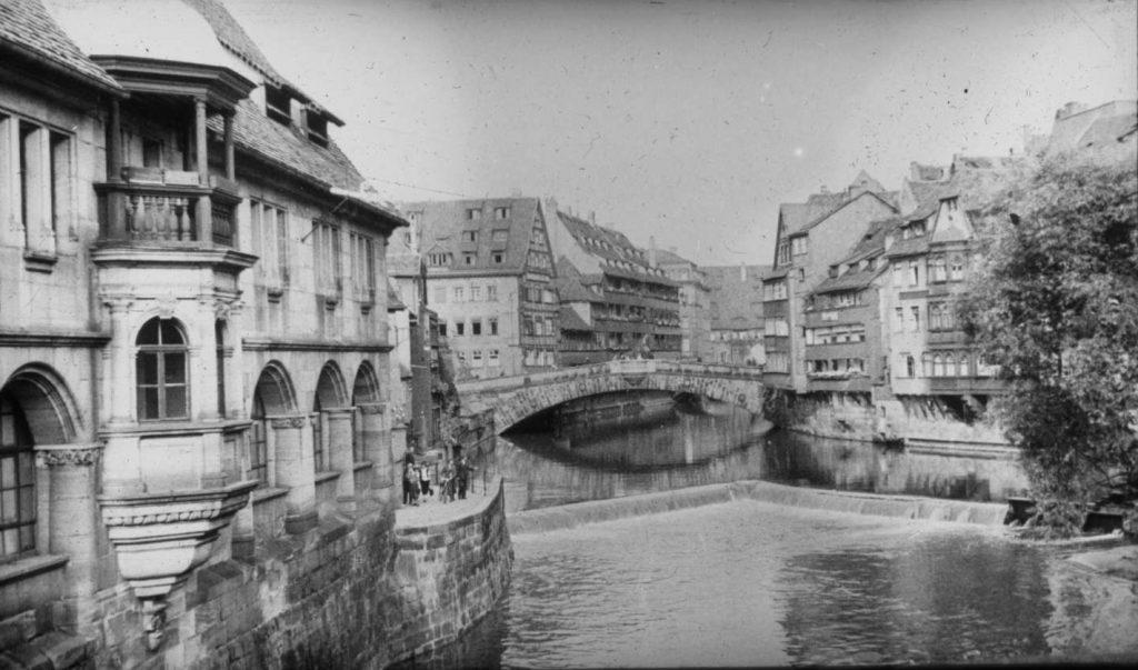 Norymberskie kamienice na zdjęciu z połowy lat 30. XX wieku (Landesarchiv Baden-Württemberg/CC-BY-SA 3.0).