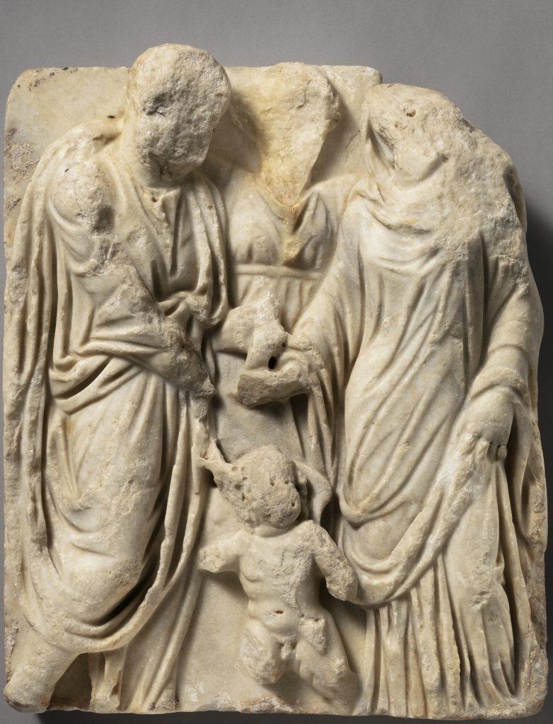 Płaskorzeźba z sargofagu pochodząca z początku III wieku n.e. przedstawiająca scenę zawarcia małżeństwa (domena publiczna).
