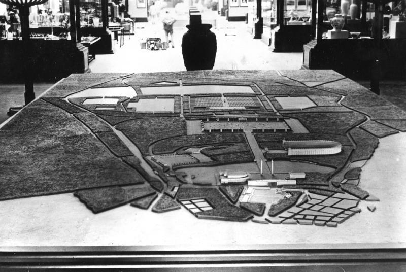 Model z 1937 roku przedstawiajacy komplekst nowych budynków, w miejscu gdzie odbywały się nazistowskie wice w Norymberdze. Po prawej widczony Deutsches Stadion (Bundesarchiv/CC-BY-SA 3.0).