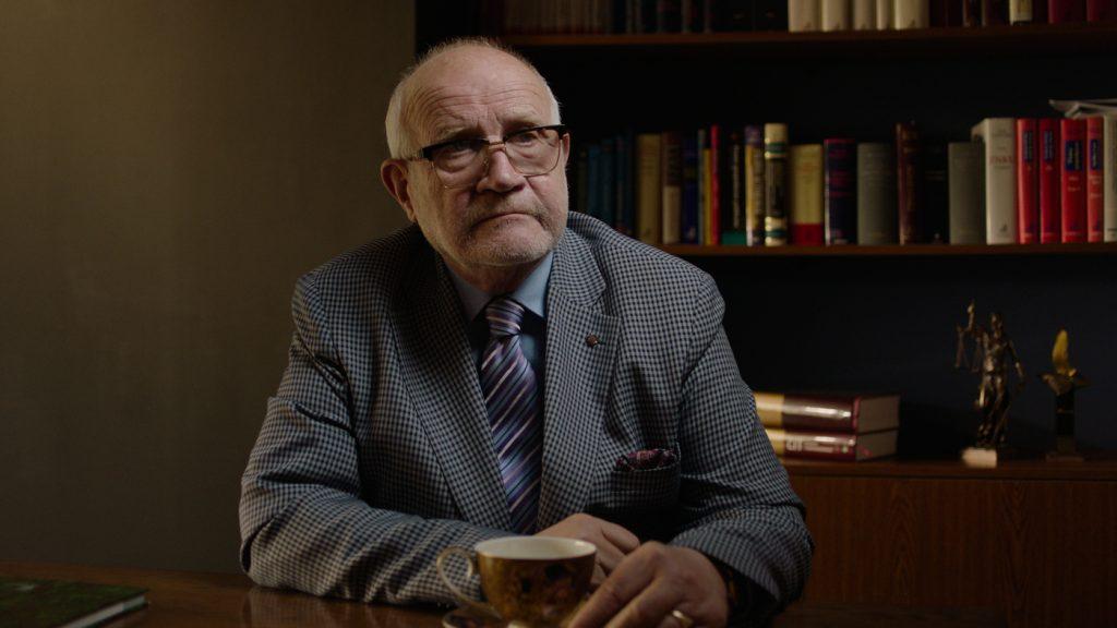 Milicja poprosiła profesora Jana Widackiego, aby dzięki badaniom poligraficznym pomógł złapać mordercę (CBS Reality/materiały prasowe).
